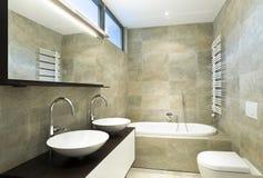 cuarto de baño hermoso interior imagen de archivo libre de regalías