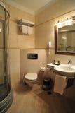 Cuarto de baño interior del lujo del hotel Imagenes de archivo