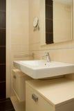 Cuarto de baño limpio moderno Imagen de archivo libre de regalías