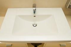 Cuarto de baño limpio moderno Fotos de archivo