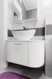 Cuarto de baño moderno imagen de archivo