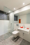Cuarto de baño moderno Foto de archivo libre de regalías