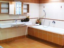 Cuarto de baño moderno del diseñador Fotos de archivo libres de regalías