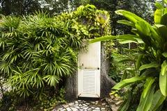 Cuarto de baño moderno en Tailandia Fotos de archivo libres de regalías