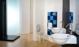 Cuarto de baño moderno lujoso imágenes de archivo libres de regalías