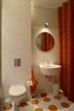 Cuarto de baño moderno para los cabritos Fotografía de archivo