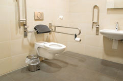 Cuarto de baño para los minusválidos  Foto de archivo