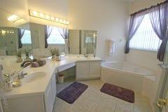 Cuarto de baño principal Imagenes de archivo