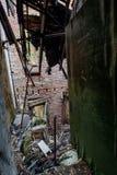 Cuarto de baño que se derrumba - hospital y clínica de reposo abandonados Imagenes de archivo