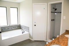 Cuarto de baño remodelado aduana Imagen de archivo libre de regalías