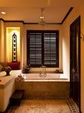 Cuarto de baño tropical del estilo Fotografía de archivo libre de regalías