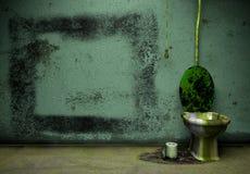 Cuarto de baño viejo del grunge stock de ilustración