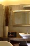 Cuarto de baño en un apartamento de lujo Foto de archivo libre de regalías