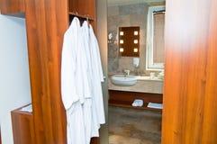 Cuarto de baño limpio moderno Fotografía de archivo libre de regalías