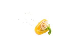 Cuarto de la pimienta amarilla con las semillas Foto de archivo libre de regalías