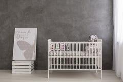 Cuarto de niños brillante y moderno para su bebé imagenes de archivo