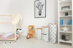 Cuarto de niños del bebé con los accesorios minimalistic Fotografía de archivo
