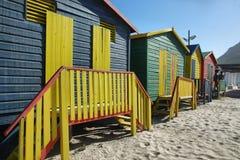 Cuartos de baño públicos de la playa de Sant James Imagenes de archivo