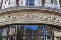 Cuartos del té del café de Bettys fotografía de archivo