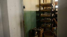 Cuartos Oscuros De Warehouse Con El Planeador Almacen De Video ...