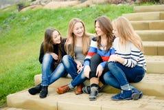 Cuatro amigos adolescentes felices Foto de archivo libre de regalías