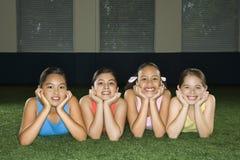 Cuatro amigos de muchacha. imagen de archivo