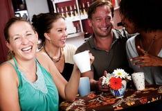 Cuatro amigos en un café Imagen de archivo libre de regalías