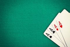 Cuatro as en la tabla verde del casino fotos de archivo libres de regalías