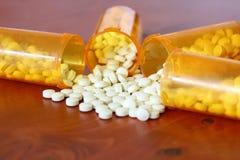 Cuatro botellas de medicina de lado a lado Fotografía de archivo libre de regalías