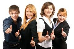 Cuatro businesspersons jovenes y del happ Fotos de archivo libres de regalías