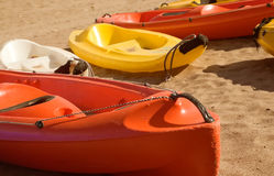 Cuatro canoas en la arena Foto de archivo libre de regalías