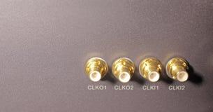 Cuatro conectores bañados en oro Foto de archivo