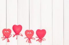 Cuatro corazones rojos en los palillos Imagen de archivo libre de regalías