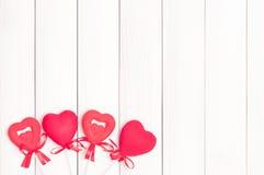 Cuatro corazones rojos en los palillos Fotos de archivo libres de regalías