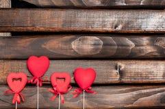 Cuatro corazones rojos en los palillos Foto de archivo libre de regalías