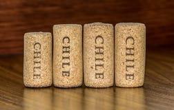 Cuatro corchos de las botellas de vino de Chile Foto de archivo