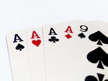 Cuatro de la tarjeta buena en juego de póker con el fondo blanco Fotos de archivo