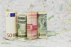 Cuatro dinero en circulación, euros, dólares, Yuan, y Yenes fotografía de archivo
