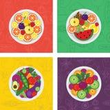 Cuatro ejemplos planos del vector de ensaladas y de comidas de la fruta en la placa Fotos de archivo libres de regalías