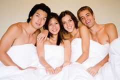 Cuatro en una cama Imagenes de archivo
