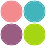 Cuatro etiquetas engomadas en blanco coloridas fijadas Imagen de archivo libre de regalías