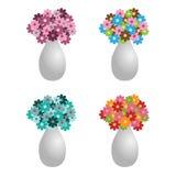 Cuatro floreros con las flores Fotografía de archivo libre de regalías