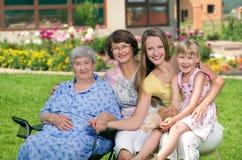 Cuatro generaciones de mujeres en el campo Imagen de archivo libre de regalías