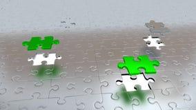 Cuatro Grey Puzzle Pieces que se escapa del resto del Grey Pieces y que hace verde ilustración del vector