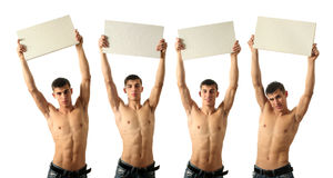 Cuatro hombres atractivos jovenes con la copia espacian muestras en blanco Fotos de archivo