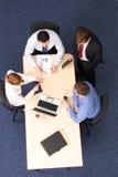 Cuatro hombres de negocios del encuentro Foto de archivo