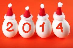 Cuatro huevos en los sombreros de Papá Noel Imagenes de archivo