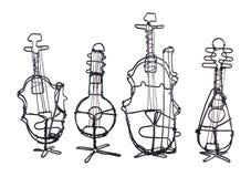 Cuatro instrumentos de la cadena hechos del alambre en un blanco Imagen de archivo libre de regalías