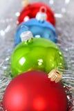 Cuatro juguetes del piel-árbol en un oropel Foto de archivo