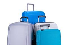 Cuatro maletas aisladas en el fondo blanco imagen de archivo